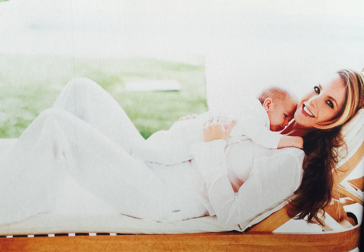 La hija de Lucero se portó muy tranquila en la sesión de fotos, como toda una profesional. (Foto: tomada de la revista Quién).