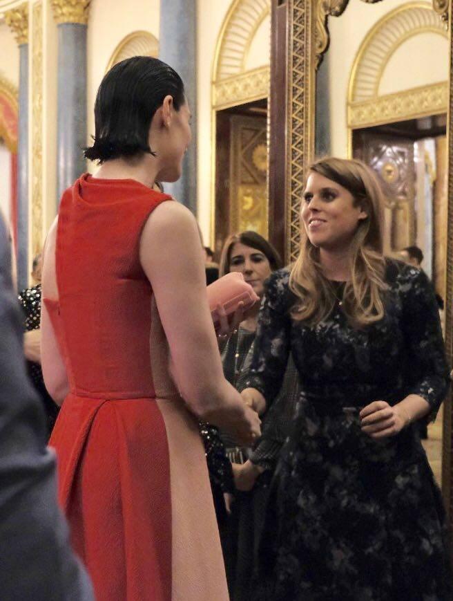 Cuando Kate Middleton conoció a Su Majestad la Reina de la moda, Anna Wintour