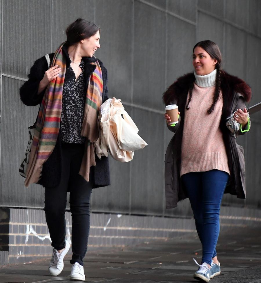 EXCLUSIVA: Tatiana Santo Domingo en la recta final de su embarazo. Hace unos días se vio a la esposa de Andrea Casiraghi caminado por las calles de Londres acompañada por su hija India así como su socia Dana Aikhani.